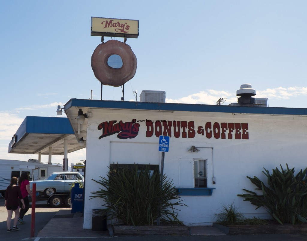 Cool donut sign on the roof.