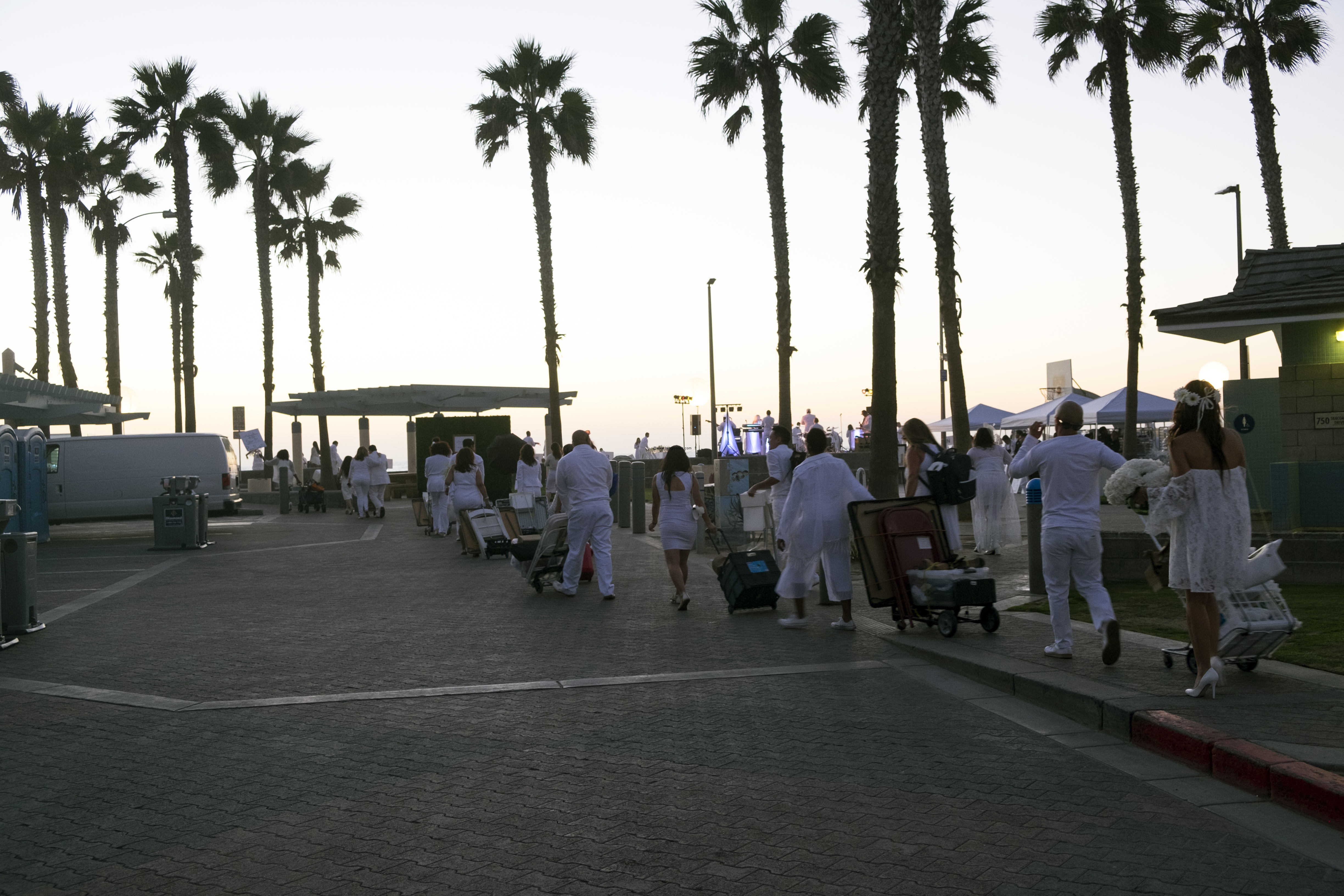 le-diner-en-blanc-and-apothic-wine-all-white-beach-event-20163171