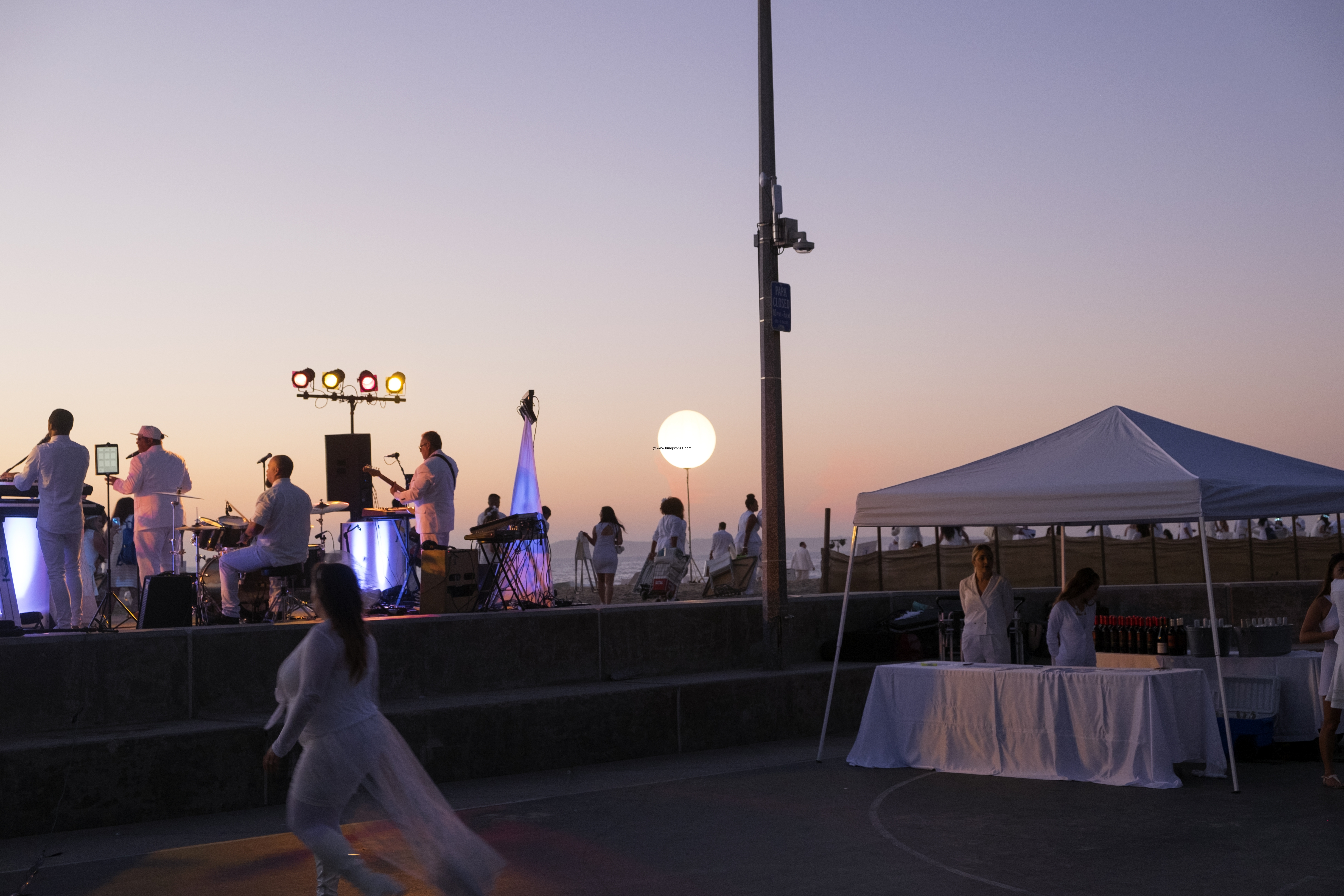 le-diner-en-blanc-and-apothic-wine-all-white-beach-event-20163178
