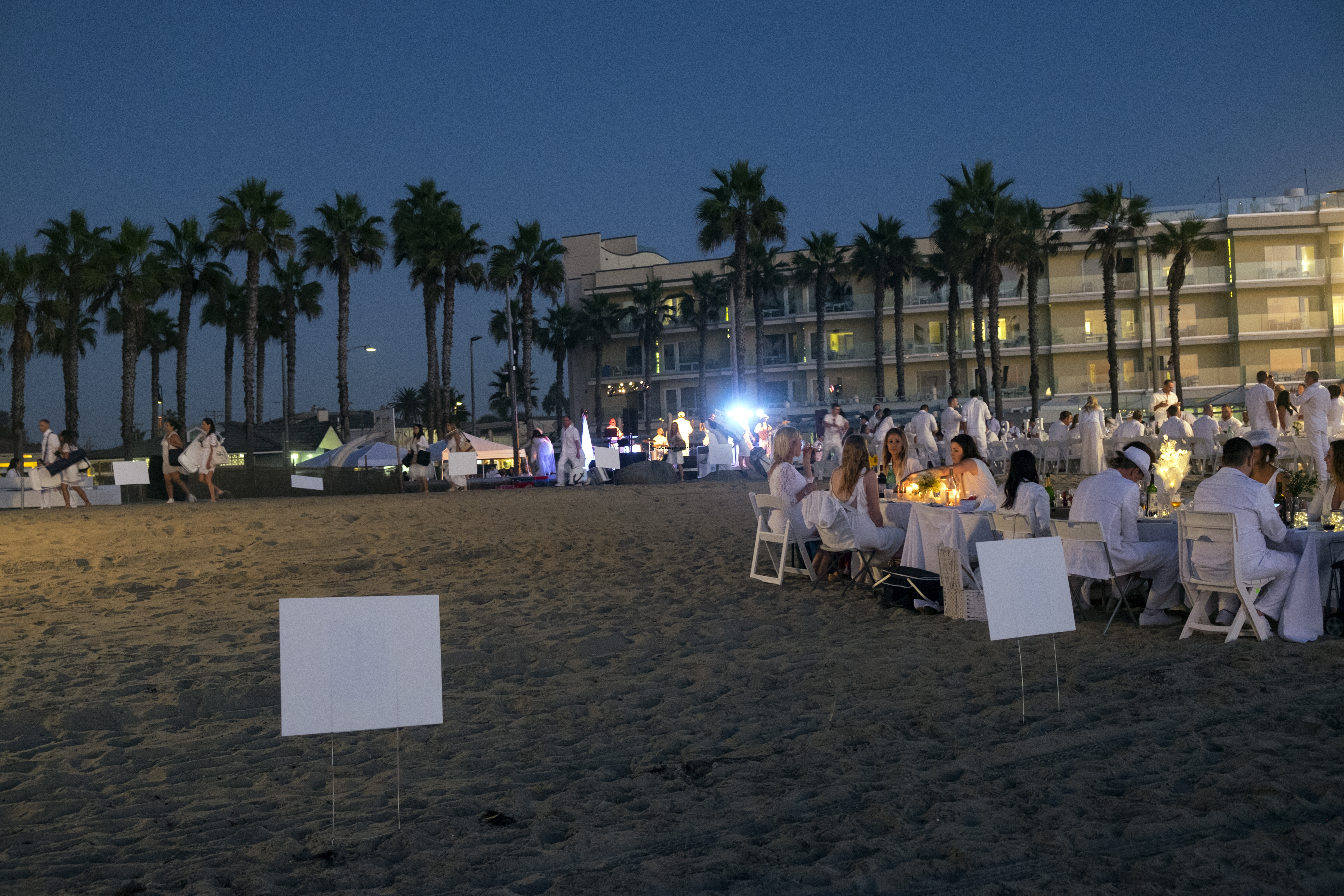 le-diner-en-blanc-and-apothic-wine-all-white-beach-event-20163205